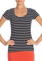 Betty Basics - Britney T-shirt