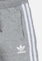 adidas Originals - TRF Shorts Mid Grey