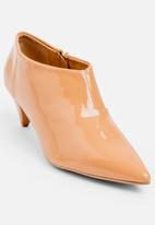 Jada - Pointy Patent Booties Taupe