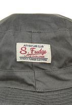Sticky Fudge - Finn hat in army