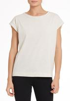STYLE REPUBLIC - Sports luxe tee in neutral
