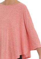Megalo - 3/4 sleeve poncho  Coral