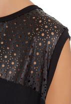 MICHELLE LUDEK - Draped-back top with quilting detail Black