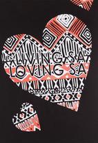 Blackeyed Susan - Chari T-shirt with loving SA print Black