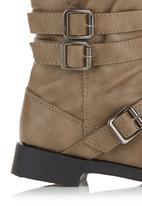 Foot Focus - Boots Neutral