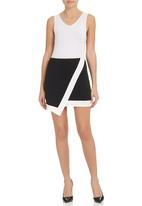 STYLE REPUBLIC - Quilted asymmetrical mini skirt Black/White