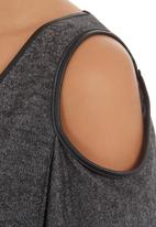Slick - T-shirt with leather trim Grey (dark grey)