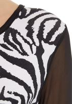 STYLE REPUBLIC - Printed crop top Black/White