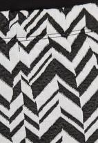 c(inch) - Ponti pencil skirt with zigzag print Black/White