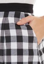 adam&eve; - A-line skirt with box pleats Black/White