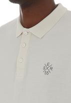 Crosshatch - Politez golfer Pale Grey