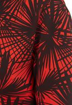 STYLE REPUBLIC - Printed scuba top Red