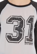 STYLE REPUBLIC - Number tee Grey