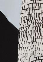 STYLE REPUBLIC - Colourblocked Box Top Black/White