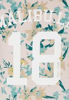 London Hub - Lillies Tee Pale Pink