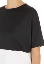 STYLE REPUBLIC - Colourblock Boxy Top Black/White Black and White