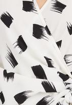 edit - Printed wrap shirt Black and White
