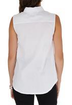 c(inch) - Sleeveless Shirt White