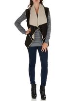 c(inch) - Faux Shearling Vest Black and White