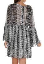 c(inch) - Pleated Bell Sleeve Dress Black and White