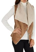 c(inch) - Faux Shearling Vest Camel