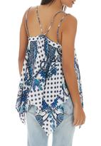 STYLE REPUBLIC - Printed Hanky Hem Cami Blue and White