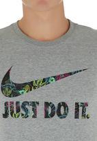 Nike - NIKE TEE-FLORAL SWOOSH JDI Grey