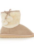 Foot Focus - Sherpa-trim Boots Milk