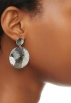 edit - Hammered Disk Drop Earrings Silver