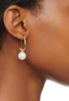 edit - Classic Pearl Drop Earrings Gold
