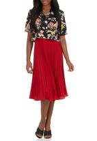 edit - Pleated Skirt Red
