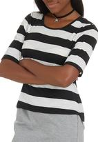 c(inch) - High Low T-shirt Black and White