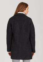 c(inch) - Drop Shoulder Coat Black