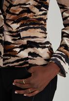 Dusud - Belted Velvet-like Jacket Animal Print