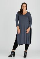 STYLE REPUBLIC PLUS - Side Slit T-shirt with 3/4 Sleeve Grey