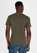 GUESS - Short Sleeve Basic Subliminal Crew T-Shirt Green