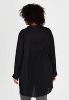 STYLE REPUBLIC PLUS - Pleated Back Shirt Black