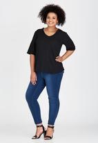edit Plus - Basic V-Neck T-shirt Black