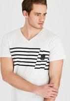 Lizzard - Tyler Short Sleeve V-Neck T-Shirt Grey