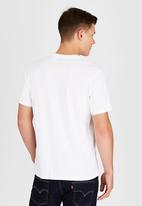 Levi's® - Graphic Set-In Neck 2 White