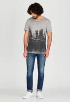 GUESS - Short Sleeve Myer Long City Blur Crew Grey