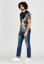 GUESS - Short Sleeve Stream Jersey All Over Print Black