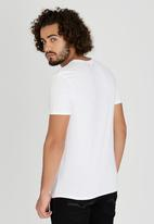 GUESS - Short Sleeve Currency Crew T-Shirt White