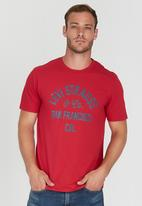 Levi's® - Graphic Set-In Neck 2 Red