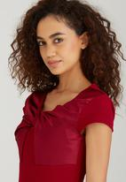 ELIGERE - Twist Detail Shift Dress Dark Red
