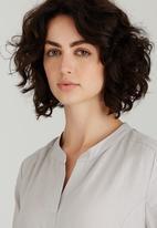 AMANDA LAIRD CHERRY - Alana Linen Shift Dress Pale Grey