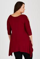STYLE REPUBLIC PLUS - Cold Shoulder T-shirt with 3/4 Sleeve Red