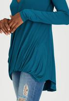 STYLE REPUBLIC - Longer Length Drape Top Mid Blue