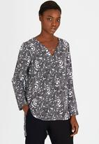 Marique Yssel - Swirl Triangle Top Black and White