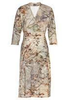 AMANDA LAIRD CHERRY - Dragonfly Print Loretta Dress Mid Brown